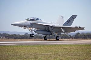 RAAF_(A44-222)_FA_18F_Super_Hornet_landing